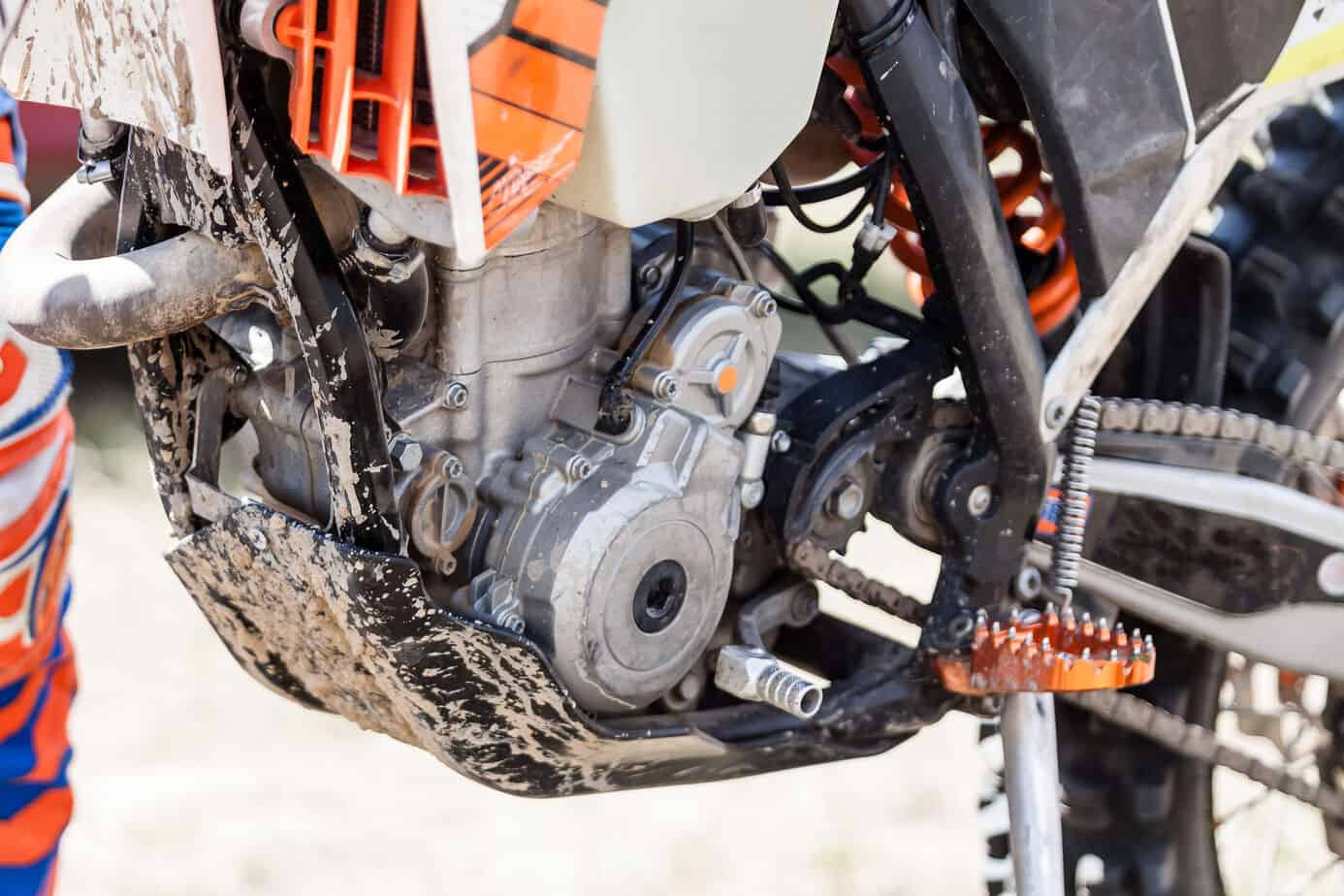 2 Stroke vs 4 Stroke Dirt Bikes: 21 Pros and cons you should know